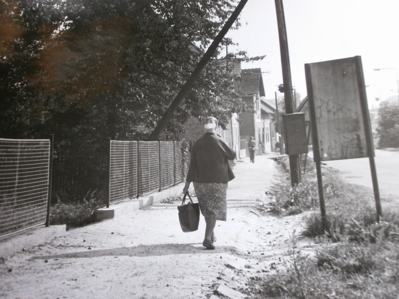 001-Chodnik_od_zastavkou_CSAD_smerem_do_Chodova.JPG