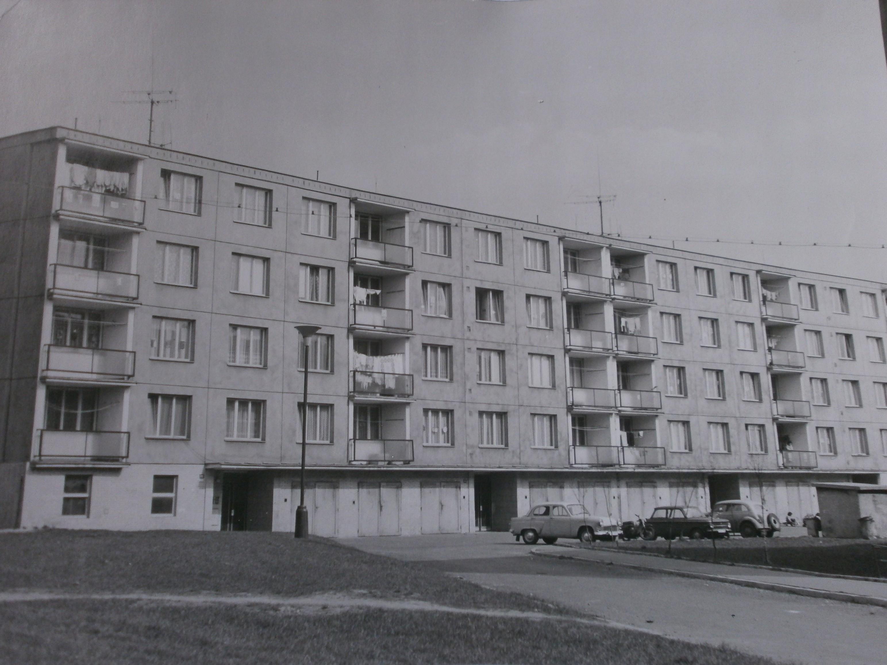 248-Pohled_na_panelovy_dum_c.p._172_-_175_(1974).JPG