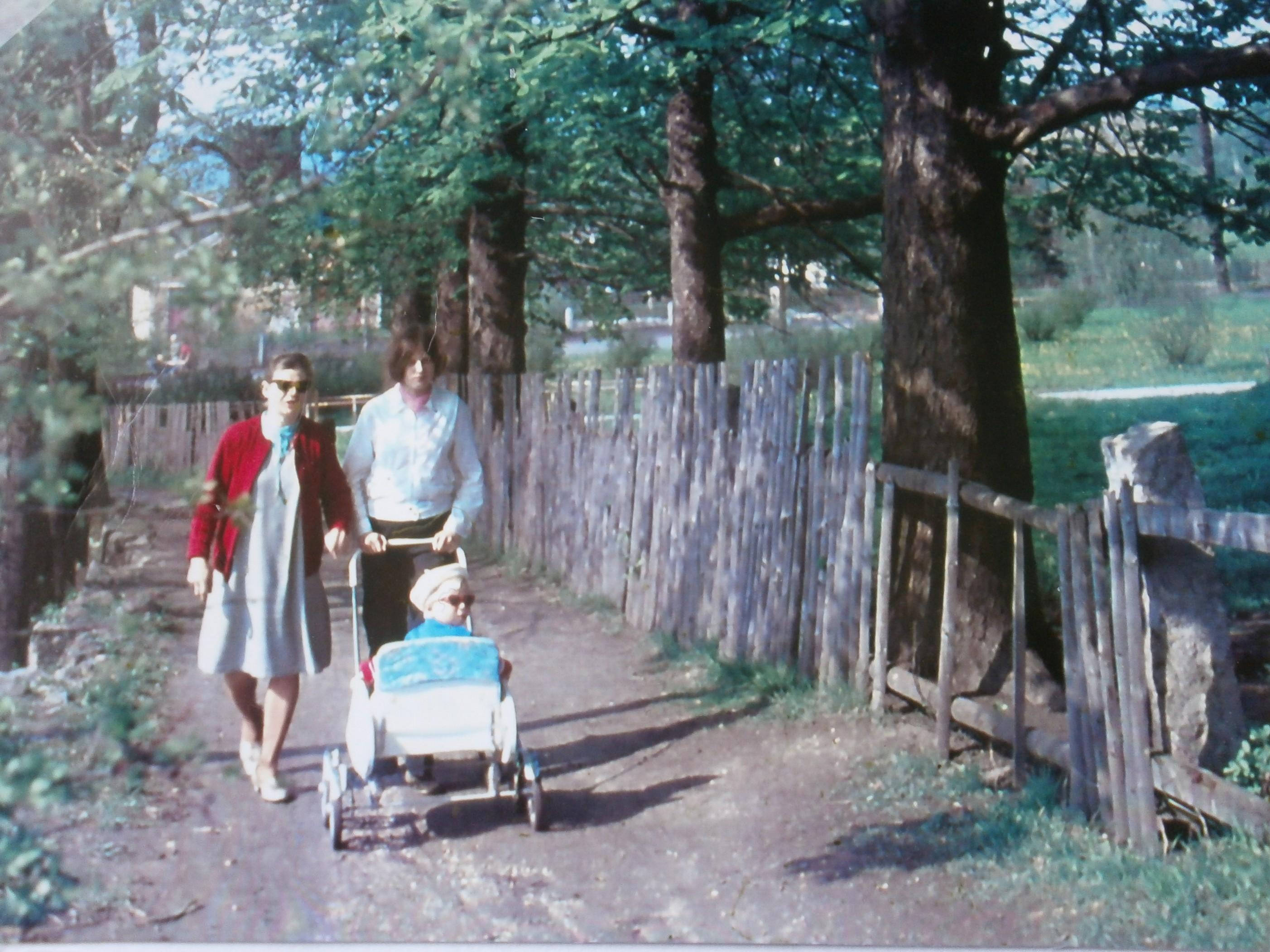 662-Pohled_na_chodnik_pod_ZS_(1970).JPG